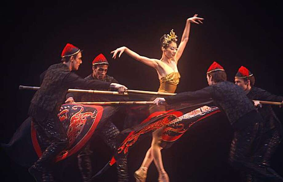 """Yuan Yuan Tan and ensemble in """"Flute Moon"""" from Chi-Lin in San Francisco Ballet's opening night gala dress rehearsal on Wednesday, January 20, 2010. Photo: Liz Hafalia, The Chronicle"""