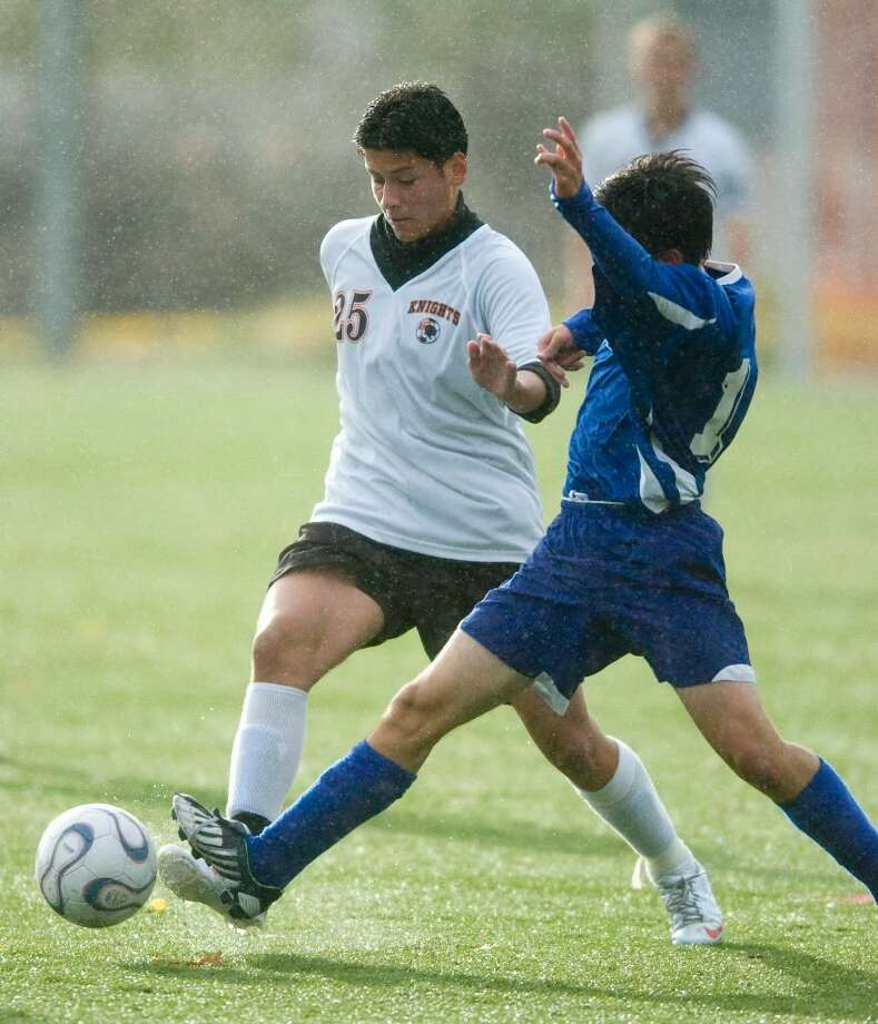 Stamford's Leiva Freddy, left, and Darien's Elliot Helgans, right, during an FCIAC soccer game in Stamford, Conn. on Wednesday, Oct. 28, 2009. Photo: Chris Preovolos / Stamford Advocate