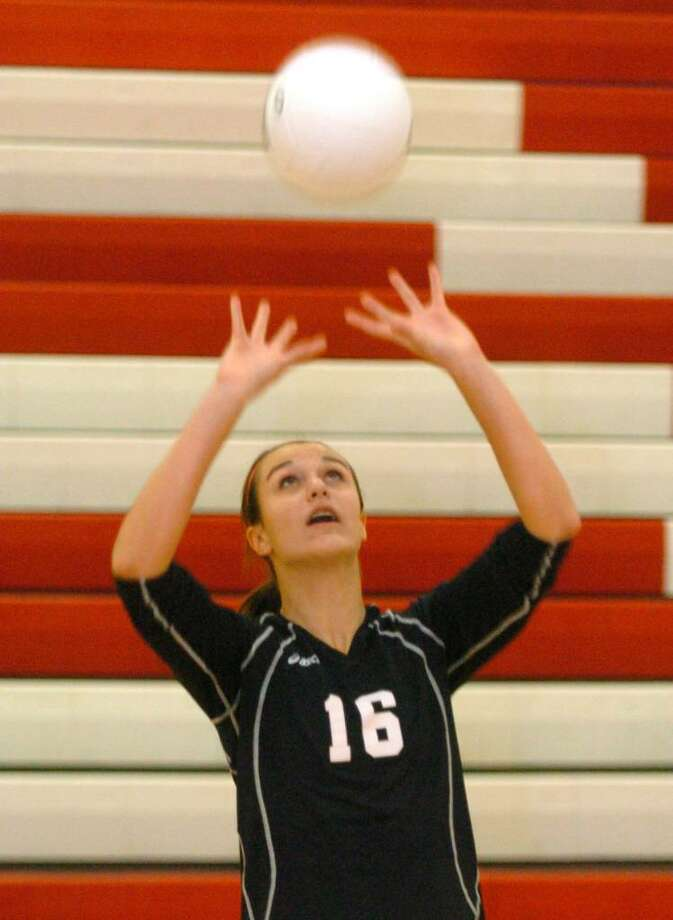 Pomperaugs, 16, Laura Baronowski, plays volly ball at Southbury Wednesday, Oct 28, 2009. Photo: Chris Ware / The News-Times