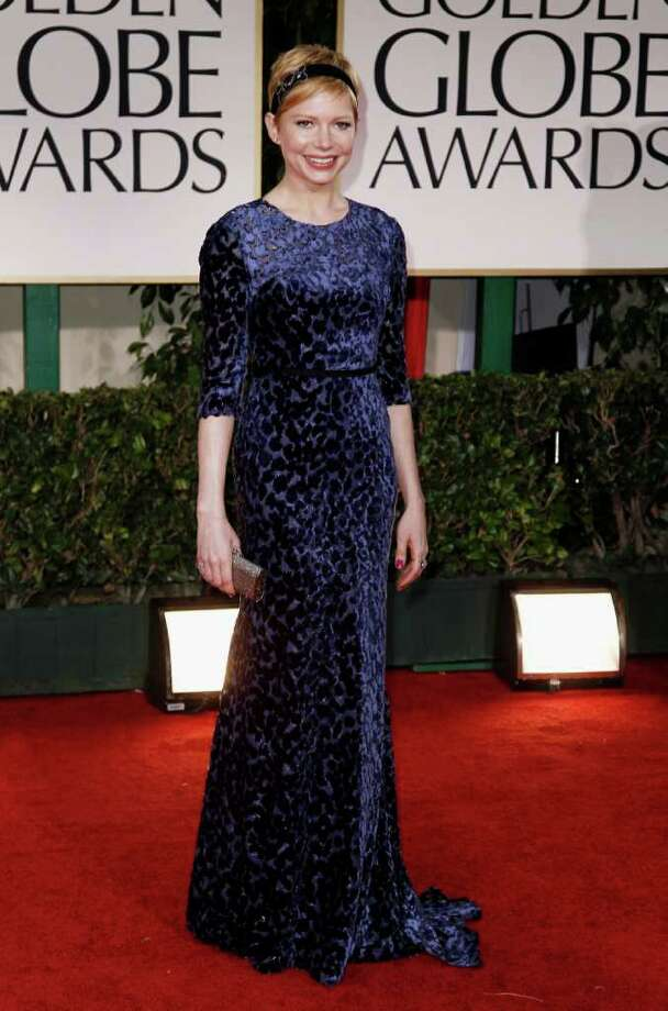 It's no Michelle Obama slam-dunk:Michelle Williams wore a burnt-out blue velvet gown by Jason Wu, who designed the First Lady's inaugural ball dress. But unlike Mrs. Obama's, this one made Williams look matronly.  Photo: Associated Press