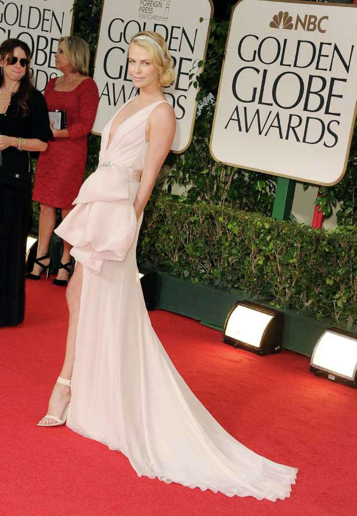 Charlize Theron brought old Hollywood glamour to the Globes in Dior Couture.