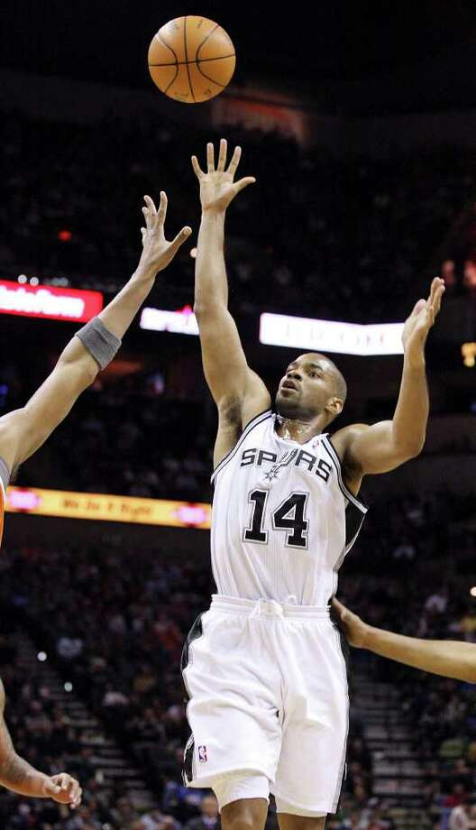 San Antonio Spurs' Gary Neal shoots against the Phoenix Suns during first half action Sunday Jan. 15, 2012 at the AT&T Center. Photo: EDWARD A. ORNELAS, Express-News / SAN ANTONIO EXPRESS-NEWS (NFS)