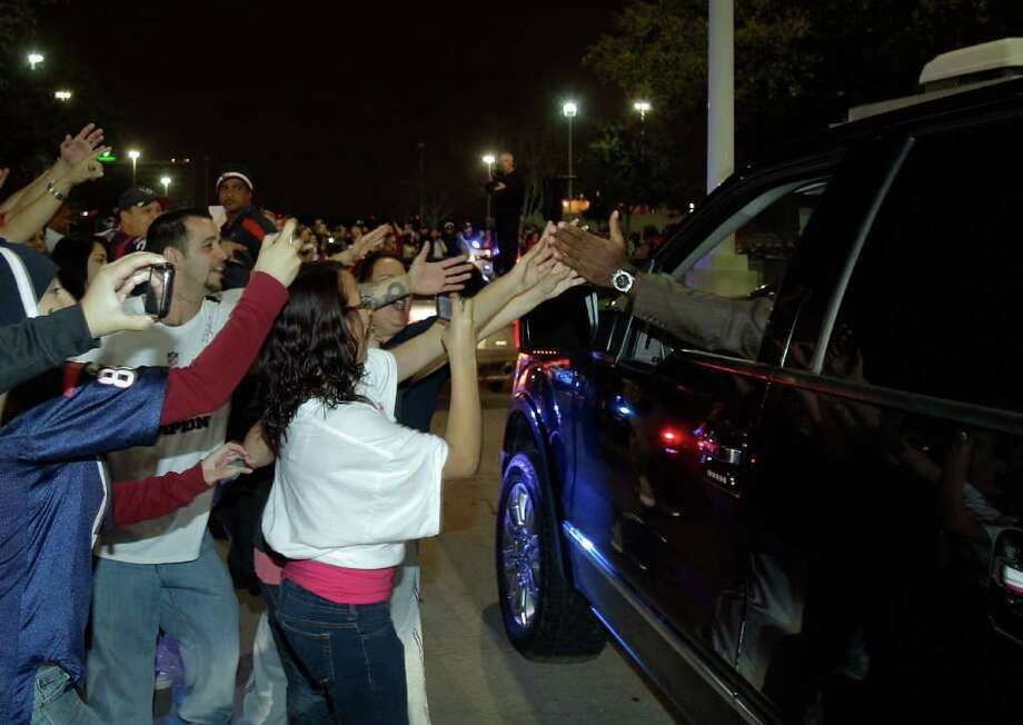 Players high-five fans as they drive away from Reliant Stadium. Photo: Melissa Phillip, Houston Chronicle / © 2011 Houston Chronicle