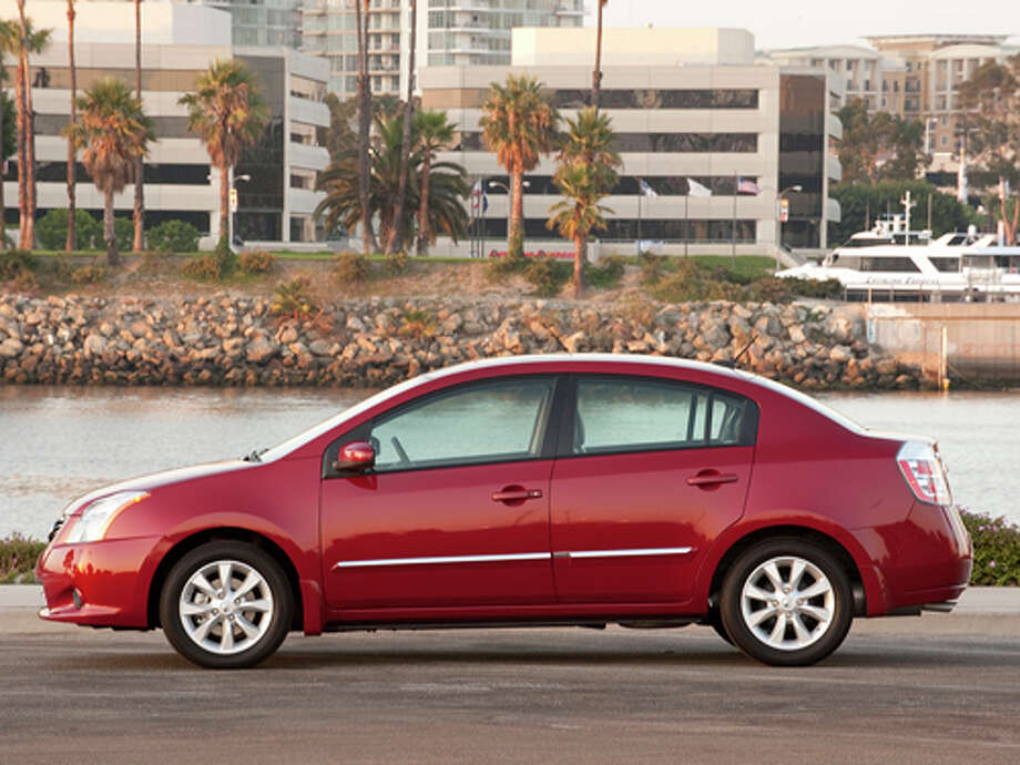 2012 Nissan Sentra 2.0 SRA (photo courtesy Nissan North America, Inc.) / © 2009 Guy Spangenberg/Nissan North America, Inc. 2009