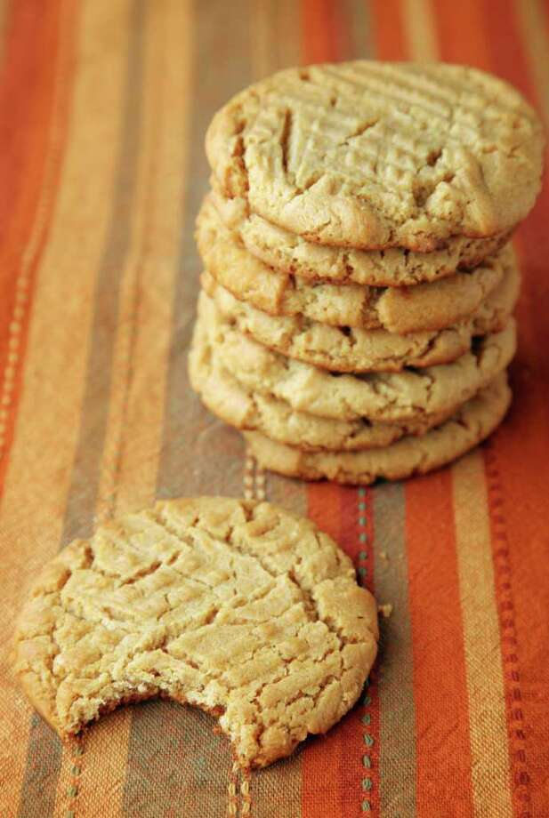 The recipe for Mom's Honey Peanut Butter Cookies uses natural ingredients, including honey and peanut butter, for a delicious treat. Photo: Mayra Beltran / © 2011 Houston Chronicle