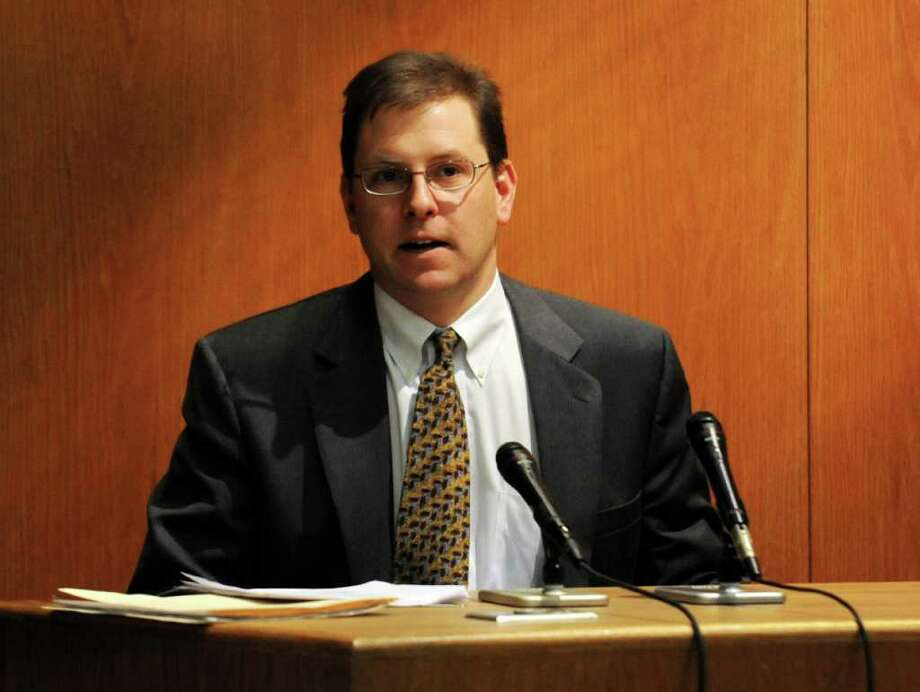 Forensic pathologist Frank Evangelista testifies during day two of the Christopher DiMeo murder trial at Bridgeport Superior Court on Wednesday, January 19, 2011. Photo: Brian A. Pounds / Connecticut Post