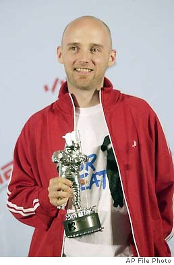 MOBY-C-13MAY02-DD-AP --- Moby poses after winning the Best Male Video Award at the MTV Video Music Awards in New York at the Metropolitan Opera House Thursday Sept. 6, 2001. (AP Photo/Suzanne Plunkett)  (BY /ASSOCIATED PRESS), Also ran 11/07/02, 03/20/03