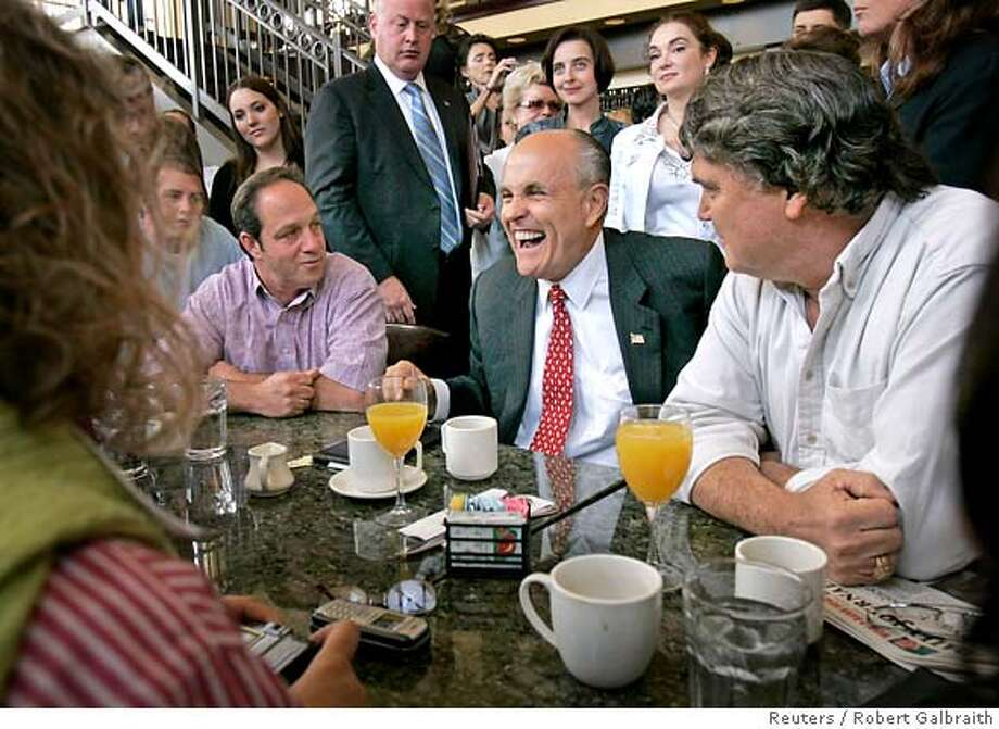 U.S. Republican presidential hopeful and former New York City Mayor Rudy Giuliani (C) laughs as he sits with diners at a restaurant in Burlingame, California May 30, 2007. REUTERS/Robert Galbraith (UNITED STATES) Photo: ROBERT GALBRAITH