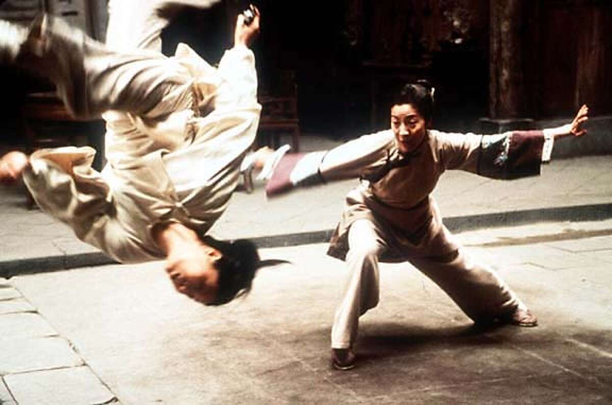 """TO GO WITH STORY TITLED OSCAR RACE--Zhang Ziyi, left, and Michelle Yeoh battle in this scene from director Ang Lee's newest film, """"Crouching Tiger, Hidden Dragon."""" It is among the movies from 2000 most likely to receive Oscar nominations. (AP Photo/Sony Pictures Classics) ALSO RAN 3/19/2001 CAT"""
