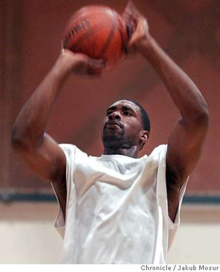LeonPowe_02_JMM.JPG  Cal basketball player Leon Powe practices at the Recreational Sports Facility at the UC Berkeley campus on Monday June 27, 2005. Event on 6/27/05 in Berkeley. JAKUB MOSUR / The Chronicle Ran on: 06-28-2005 MANDATORY CREDIT FOR PHOTOG AND SF CHRONICLE/ -MAGS OUT Photo: JAKUB MOSUR