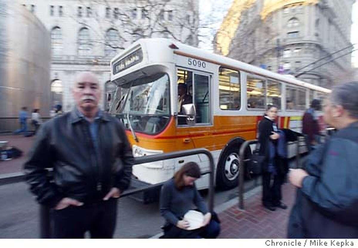 9/1/2003 | B/W | 3star | 2c x 20p | b5 | Metro | don6042 | Bus
