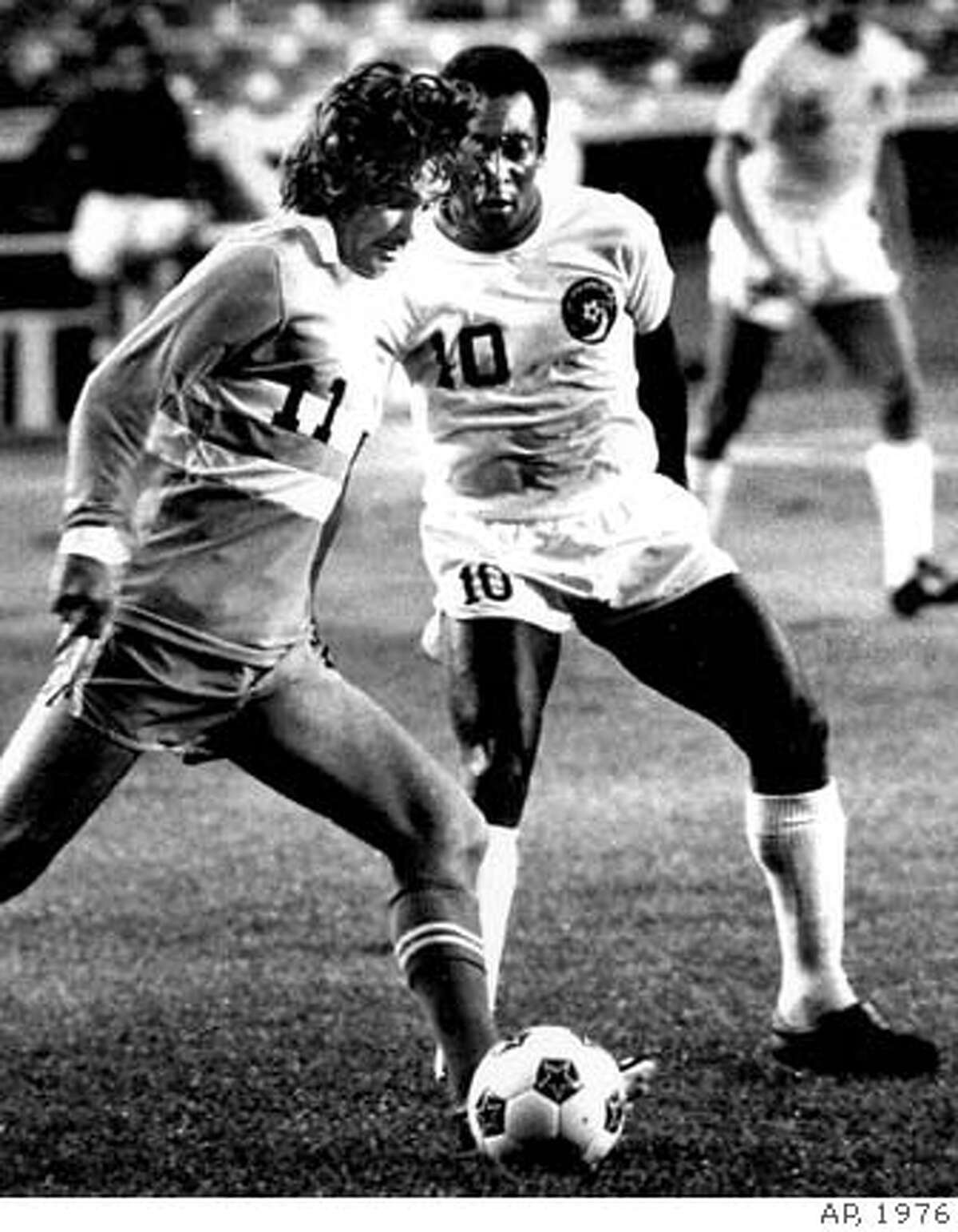 ** FILE ** L.A. Aztecs' George Best, left, dribbles the ball past Pele, of New York Cosmos, during a North American Soccer League game at the Yankee Stadium, in New York in this May 17, 1976 file photo. Best, the dazzling soccer icon of the 1960s and 70s who reveled in a hard-drinking playboy lifestyle, died Friday Nov. 25, 2005 after decades of alcohol abuse, hospital officials said. He was 59. (AP Photo)