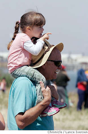 WHALES_33293.JPG  Dexter McNamara from Pollock Pines gives his granddaughter Samantha Spicker age 4 from South San Francisco a bird�s eye view of the whales. Hundreds of people, kids, dogs lined the shores of the Port of Sacramento in West Sacramento Saturday, eager to catch a glimpse of two humpback whales that swam 70 miles up the Sacramento River into the heart of California last weekend. (MAY 19) Spicker (cq, PARENTS ) Lance Iversen / The Chronicle Photo taken on 5/19/07, in WEST SACRAMENTO, CA. Photo: By Lance Iversen