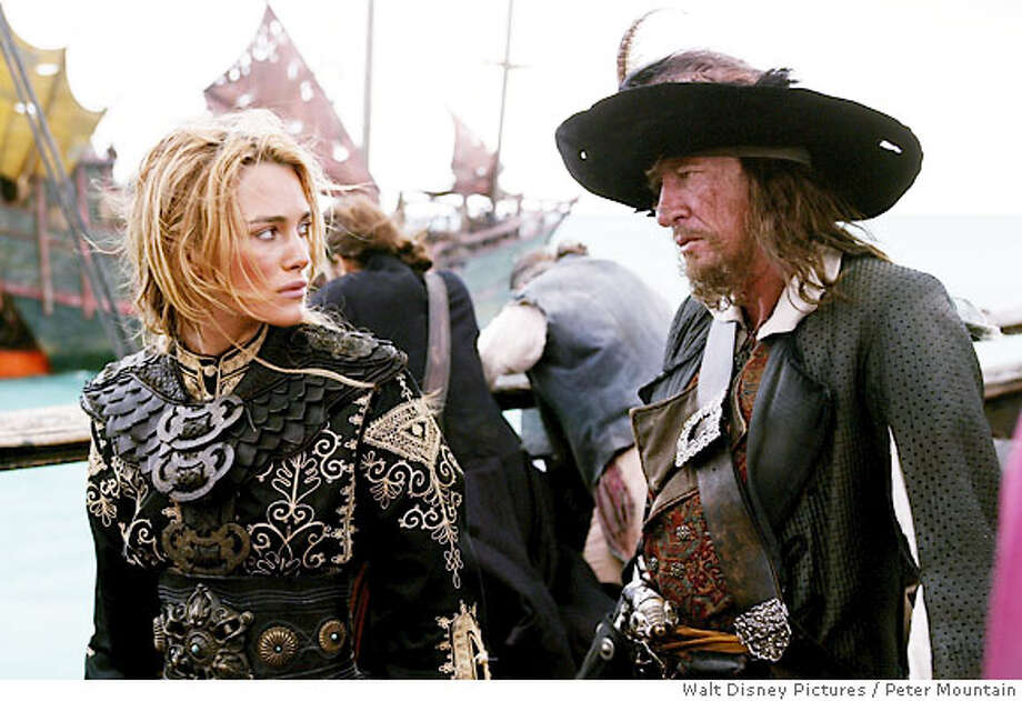 PIRATES OF THE CARIBBEAN 3 - At World's End (L-R) KEIRA KNIGHTLEY, GEOFFREY RUSH Photo: Peter Mountain
