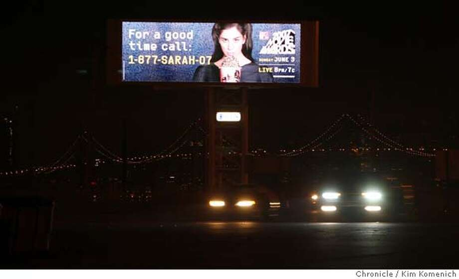 BILLBOARD00_011_KK.JPG  Chronicle readers say a large electronic billboard near the San Francisco-Oakland Bay Bridge toll plaza is distracting drivers. The billboard displays a different advertisement every five or so seconds. Photo by Kim Komenich/The Chronicle �2007, San Francisco Chronicle/ Kim Komenich  MANDATORY CREDIT FOR PHOTOG AND SAN FRANCISCO CHRONICLE. NO SALES- MAGS OUT. Photo: Kim Komenich