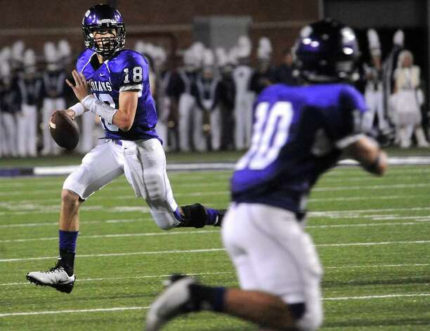 PN-G's Brennan Doty looks to pass to Blake Reyenga at Port Neches-Groves High School in Port Neches, Friday.  Tammy McKinley, The Enterprise Photo: TAMMY MCKINLEY / Beaumont