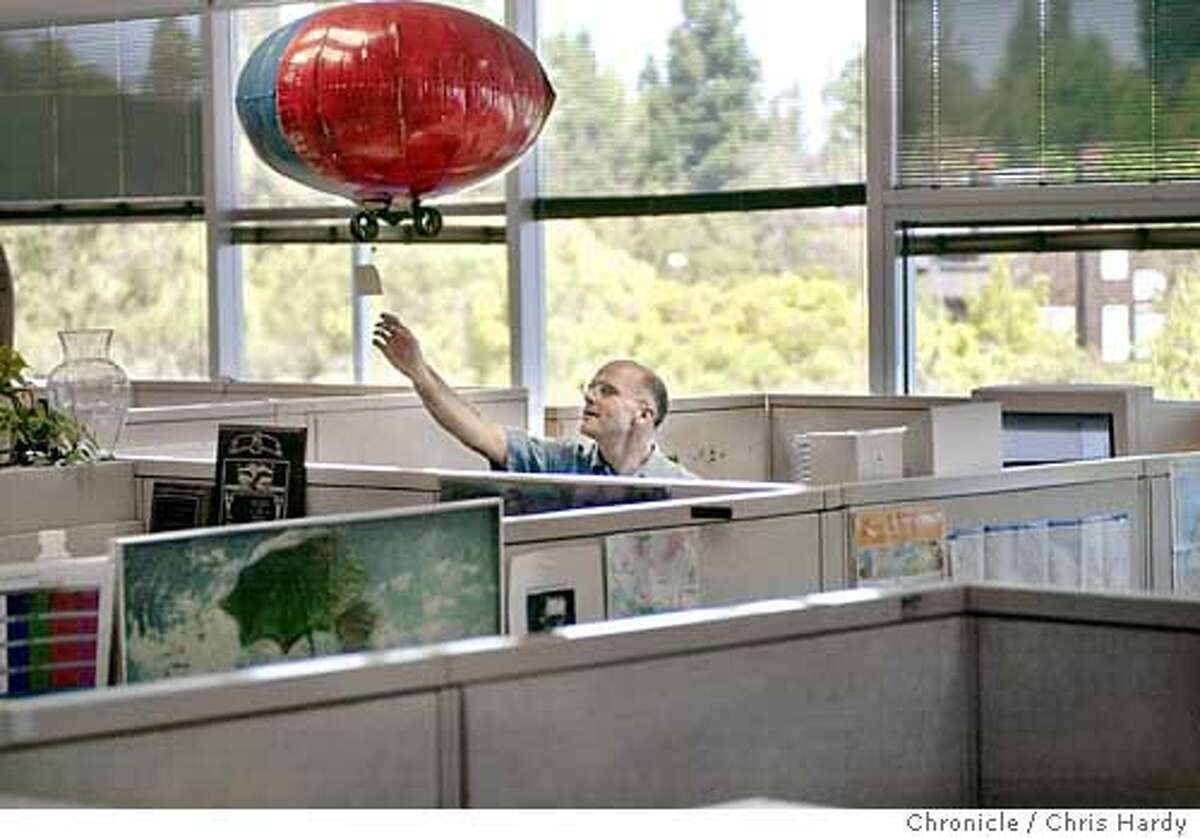 HP LABS RESEARCHER JOSHUA TYLER DEMONSTRATES A HELIUM-FILLED BLIMP THAT HE USES TO SEND POST-IT NOTES FROM CUBICLE TO CUBICLE. IT'S PART OF HIS STUDY OF HIGH-TECH COMMUNICATION STYLES. Kevin Wilkinson recieves a note from Josh Tyler Event on 8/12/03 in Palo Alto. CHRIS HARDY / The Chronicle