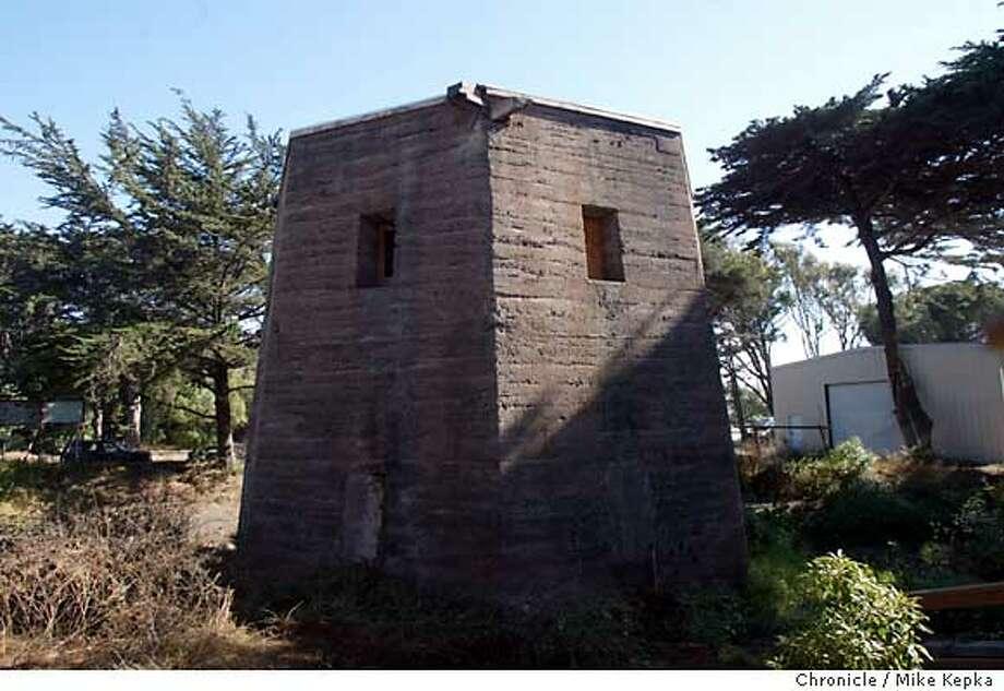 8/16/2003   B/W   5star   34p6 x 4i   a18   Metro   ejl 7115   windmill Photo: MIKE KEPKA