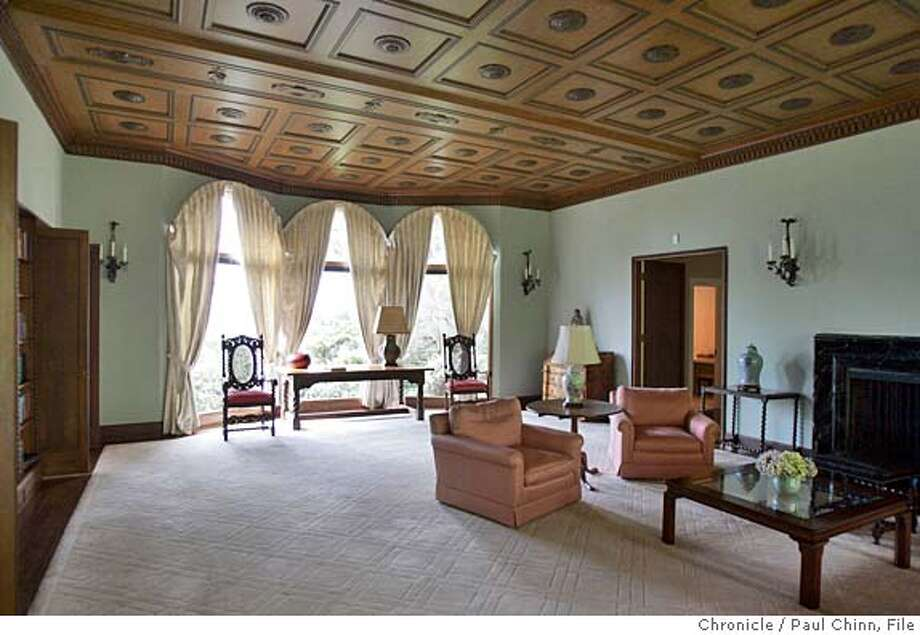 One of the large living rooms. A tour of Blake House, home of UC President Robert Dynes on 3/2/05 in Kensington, CA.  PAUL CHINN/The Chronicle Photo: PAUL CHINN
