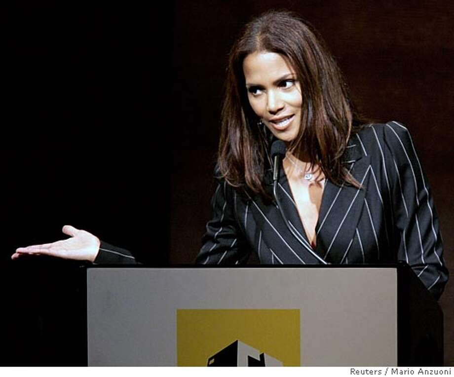Actress and presenter Halle Berry speaks at the ninth annual Hollywood Awards gala ceremony presented by the Hollywood Film Festival in Beverly Hills, October 24, 2005. REUTERS/Mario Anzuoni 0 Photo: MARIO ANZUONI