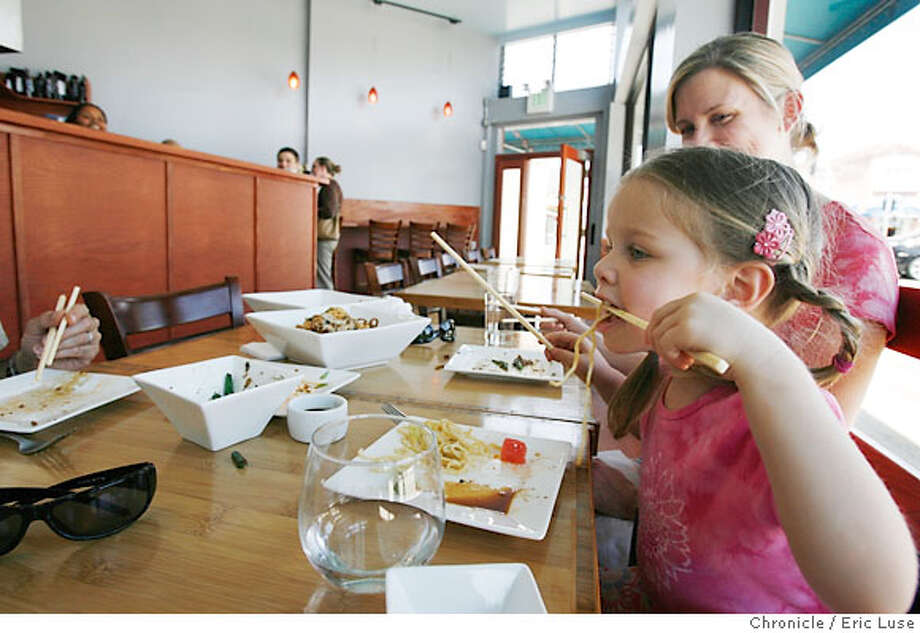 bargain10_noodle_0054_el.JPG  Sophia Roy-Burman,3, puts her chopsticks to work over lunch with her dad Arup Roy-Burman (left out of frame) and mom Sheila Jenkins.  Bargain bite on Noodle Theory in Oakland, CA, on Monday, May, 7, 2007. Eric Luse / The Chronicle (cq) from source  Sophia Roy-Burman,3, Arup Roy-Burman Sheila Jenkins Photo: Eric Luse