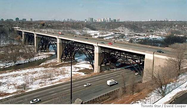 This shows an aerial of the Bloor Viaduct spanning the Don Valle prior to the installation of the suicide barrier. March 09, 2001. Photo by David Cooper/Toronto Star. Photo: David Cooper/Toronto Star