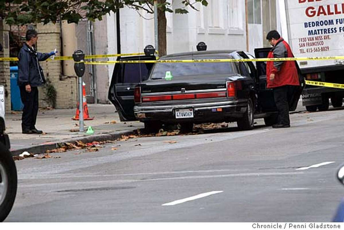 MURDER_0103_PG.JPG Officers look into the car used my the gunman. MURDER at Jackson and Polk. next to Lombardi's sporting goods. A person shot another then shot himself. San Francisco Chronicle, Penni Gladstone Photo taken on 10/27/05, in San Francisco,