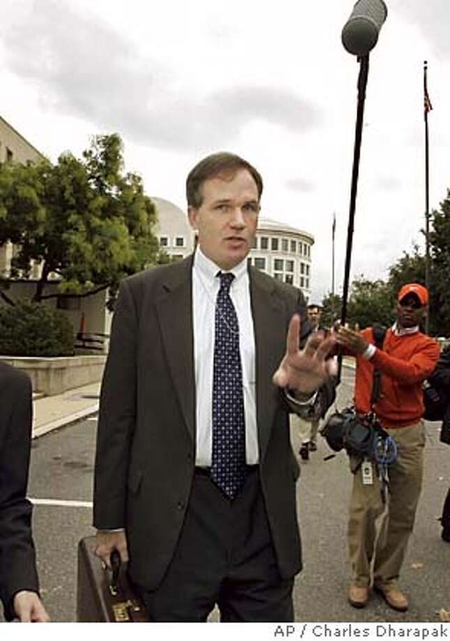 ** FILE ** Federal Prosecutor Patrick Fitzgerald leaves federal court in Washington in this Oct. 12, 2005 file photo. Fitzgerald has been pursuing a criminal investigation into the leak of a covert CIA officer's identity. (AP Photo/Charles Dharapak, File) AN OCT. 12, 2005 FILE PHOTO Photo: CHARLES DHARAPAK
