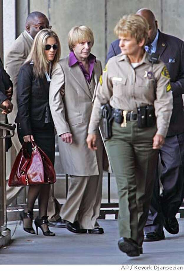 ** ADDS THAT RACHELLE SPECTOR IS PHIL SPECTOR'S WIFE AND THAT HER LAST NAME IS SPECTOR--NOT SHORT--WHICH IS HER MAIDEN NAME **Music producer Phil Spector, center, is led to Los Angeles Criminal Court by a sheriff's deputy for opening statements in his trial in Los Angeles, Wednesday, April 25, 2007. Accompanying Spector are his wife, Rachelle Spector, left, and his bodyguards. Spector is on trial for the 2003 murder of actress Lana Clarkson. (AP Photo/Kevork Djansezian) Photo: Kevork Djansezian
