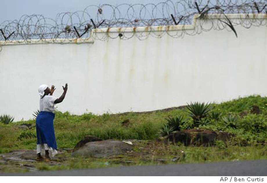 7/26/2003 | B/W | 5star | 22p8x3inch | A18 | A-Section | Warren, x6169 | LIBERIA Photo: BEN CURTIS