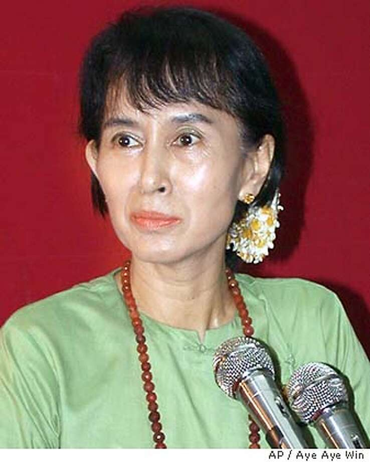 fri | B/W | 5star | 4p11 x 1.25i | a14 | A-Section | brooks 77072 | suu kyi w/burma Photo: AYE AYE WIN