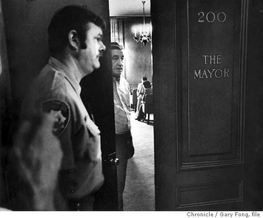 7/24/2003 | B/W | 5star | 22p8 x 3'' | a16 | A-Section | steve, 6026 | cityhall Photo: GARY FONG