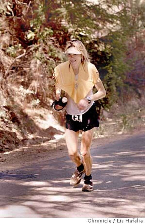WESTATE04c2-C-29JUN02-SP-LH--Ann Trason, 41 years old, from Kensington is the most accomplished ultrarunner. She is about 60 miles into the race near Foresthill.  (PHOTOGRAPHED BY LIZ HAFALIA/THE SAN FRANCISCO CHRONICLE) CAT Friday##Chronicle#07-18-2003#EB#3star## Photo: LIZ HAFALIA