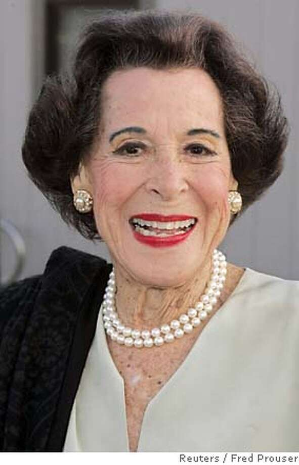 Actress Kitty Carlisle Hart arrives at the the opening of a play in Los Angeles in this April 20, 2005 file photo. Carlisle Hart died at the age of 96, her son announced April 18, 2007. REUTERS/Fred Prouser/Files (UNITED STATES) 0 Photo: FRED PROUSER