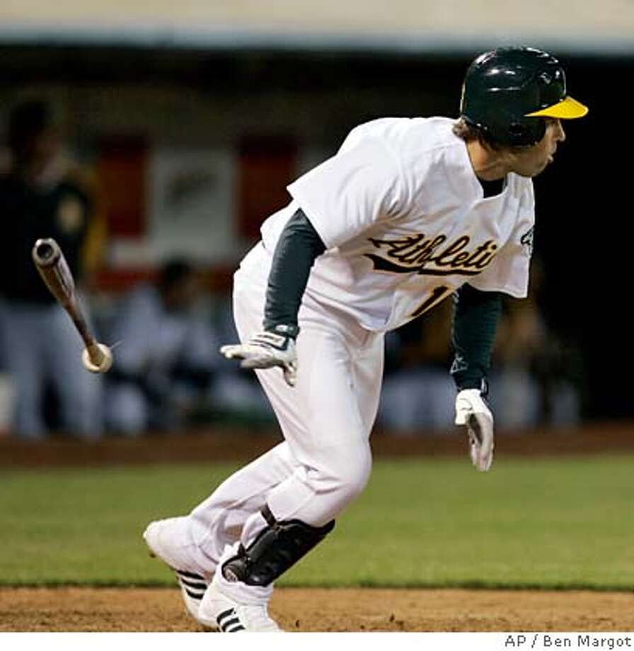 Oakland Athletics' pinch-hitter Todd Walker tosses his bat after hitting an RBI single off Chicago White Sox' Bobby Jenks in the ninth inning of a baseball game Tuesday, April 10, 2007, in Oakland, Calif. Oakland won, 2-1. (AP Photo/Ben Margot) EFE OUT Photo: Ben Margot