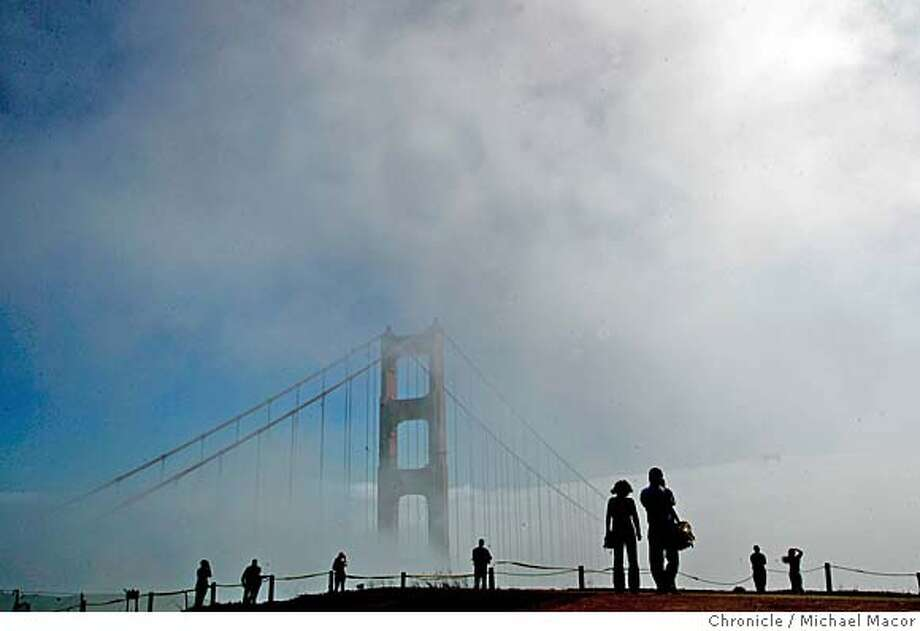 fog_086_mac.jpg : Visitors line up for a glimpse of the Golden Gate Bridge as the fog rolls into San Francisco Bay. View ffrom Battery Spencer in the Mrin Headlands. Fog rolls in through the Golden Gate. 10/12/05 in San Francisco, {state.} Michael Macor / San Francisco Chronicle Mandatory Credit for Photographer and San Francisco Chronicle/ - Magazine Out Photo: Michael Macor