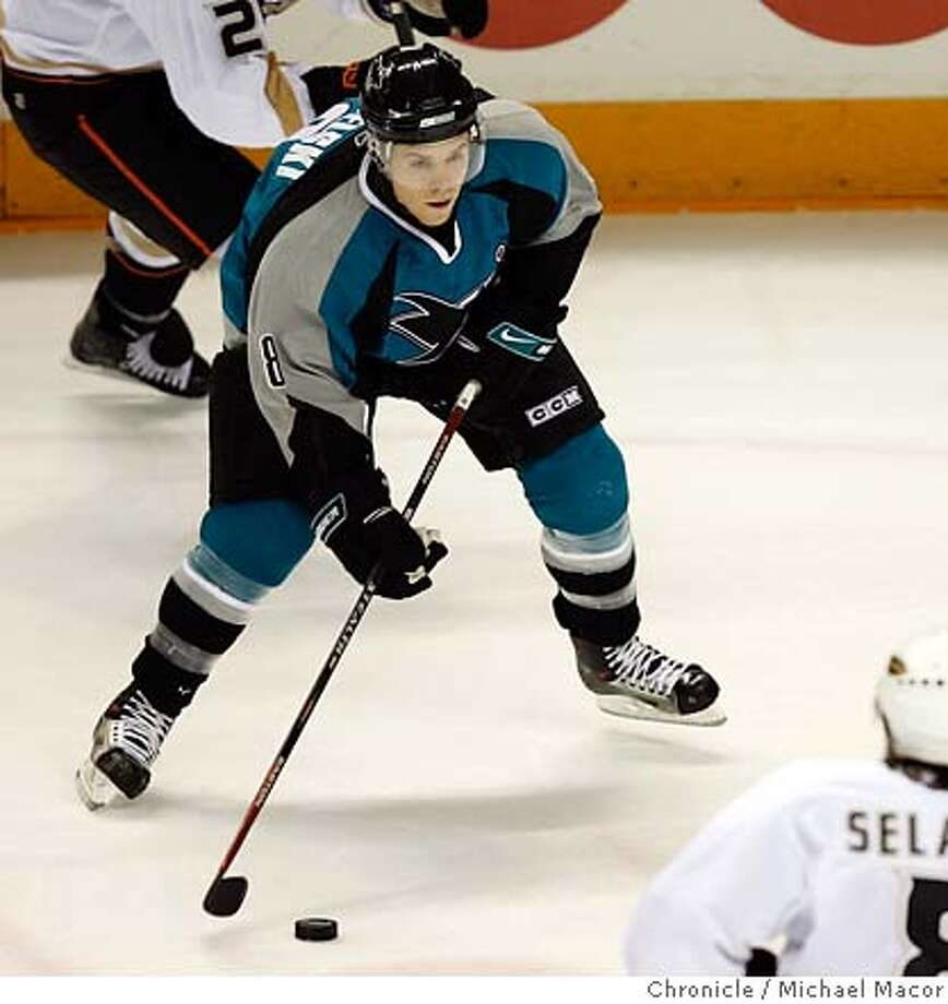 sharks_131_mac.jpg Sharks 53- Joe Pavelski handles the puck. NHL Hockey San Jose Sharks vs. Anaheim Mighty Ducks, Event in, San Jose, Ca, on 12/26/06. Photo by: Michael Macor/ San Francisco Chronicle Mandatory credit for Photographer and San Francisco Chronicle No sales/ Magazines Out Photo: Michael Macor
