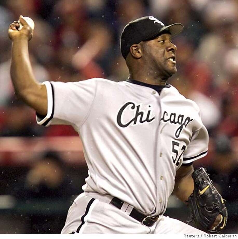 Chicago White Sox pitcher Jose Contreras faces the Los Angeles Angels during Game 5 of the American League Championship Series in Anaheim October 16, 2005. REUTERS/Robert Galbraith Photo: ROBERT GALBRAITH