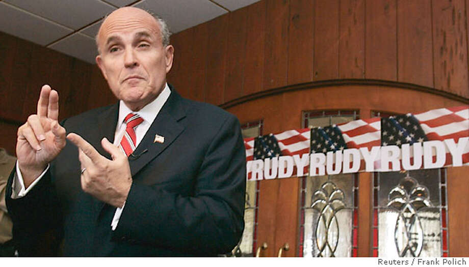 Former New York City Mayor Rudy Giuliani speaks to supporters at an event in Des Moines, Iowa April 14, 2007. REUTERS/Frank Polich (UNITED STATES) Photo: FRANK POLICH
