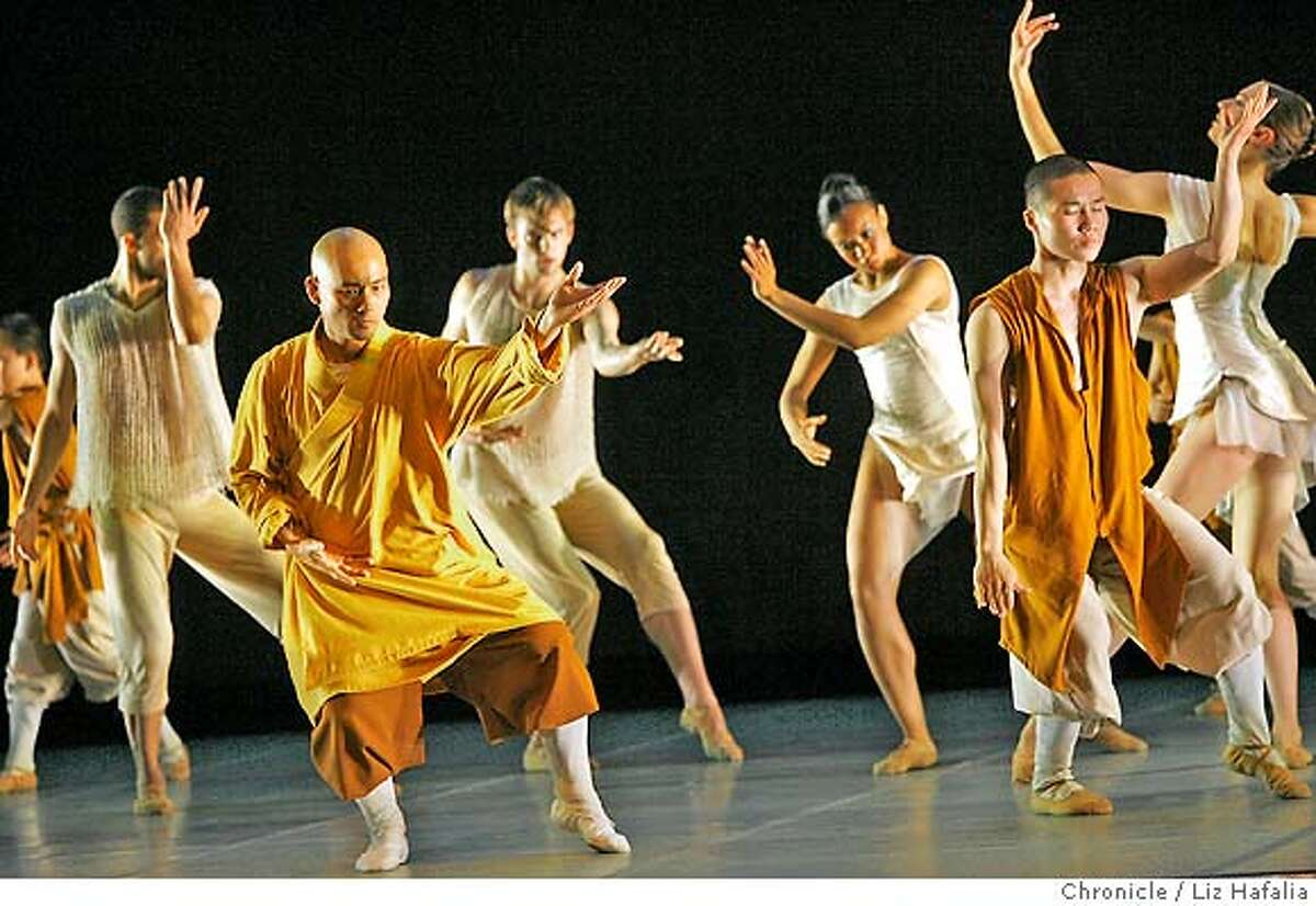 LINES_377_LH_.JPG Alonzo King's LINES Ballet, which is the world premier of their dance about and with the Shaolin Monks at Yerba Buena Center for the Arts. Liz Hafalia/The Chronicle/San Francisco/4/13/07 ** cq �2007, San Francisco Chronicle/ Liz Hafalia MANDATORY CREDIT FOR PHOTOG AND SAN FRANCISCO CHRONICLE. NO SALES- MAGS OUT.