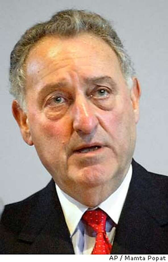 ** FILE ** Sanford I. answers questions after his Hatfield Address Wednesday, April 2, 2003, at Cornell University in Ithaca, N.Y. Citigroup chairman Sanford I. announced Wednesday, July 16, 2003, that he is giving up his job as chief executive and naming longtime confidant Charles O. Prince as his successor. He willl remain chairman of the board until the 2006 annual meeting, Citigroup said. (AP Photo/The Ithaca Journal, Mamta Popat) Photo: MAMTA POPAT