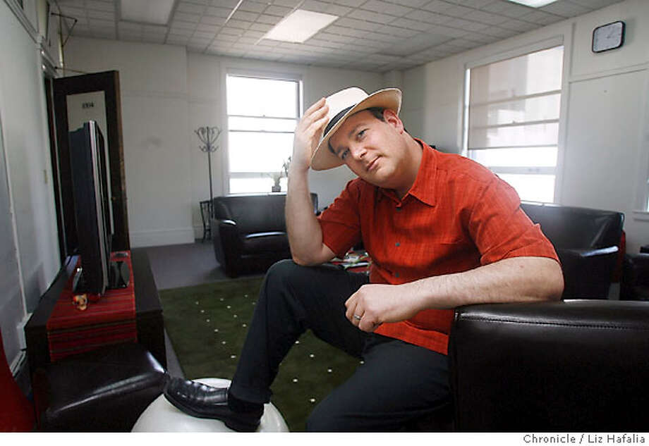 SOCIALWEB_076_LH_.JPG James Elsen, the CEO of SustainLane had created a Web site for consumers and services for green businesses and is helping businesses pitch their wares to city and state governments to promote social good. Liz Hafalia/The Chronicle/San Francisco/4/11/07  ** James Elsen cq Ran on: 04-15-2007  James Elsen is CEO of SustainLane.com, a San Francisco business that tries to promote green living to people, businesses and government.  Ran on: 04-14-2007 Photo: Liz Hafalia