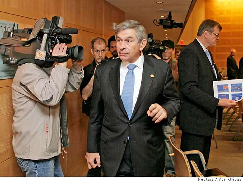 World Bank President Paul Wolfowitz arrives at the International Monetary and Financial Committee meeting during a second day of the IMF and World Bank spring meeting in Washington April 14, 2007. REUTERS/Yuri Gripas (UNITED STATES) 0 Photo: YURI GRIPAS