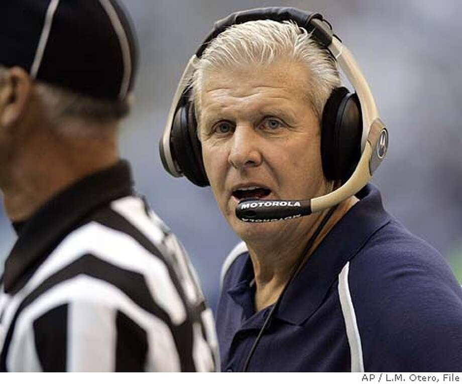 Dallas Cowboys coach Bill Parcells talks about a call with field judge Gary Cavaletto in the fourth quarter in a game against the Philadelphia Eagles in Irving, Texas, Sunday Oct. 9, 2005. (AP Photo/L.M. Otero) Photo: L.M. OTERO