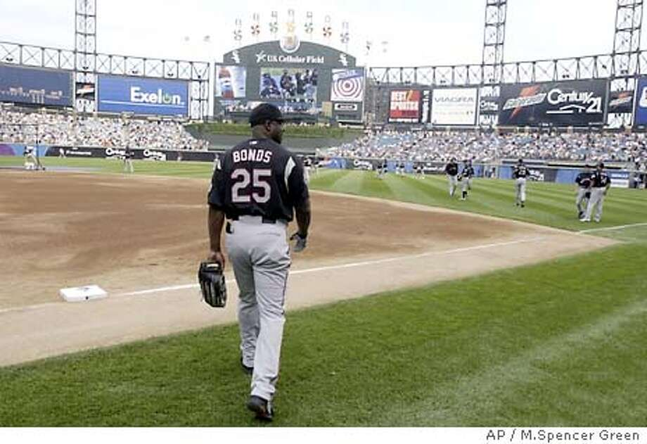 San Francisco Giants outfielder Barry Bonds takes the field for the National League workout at U.S. Cellular Field in Chicago Monday, July 14, 2003 for Tuesday's 74th annual All Star Game. (AP Photo/M.Spencer Green) Photo: M.SPENCER GREEN