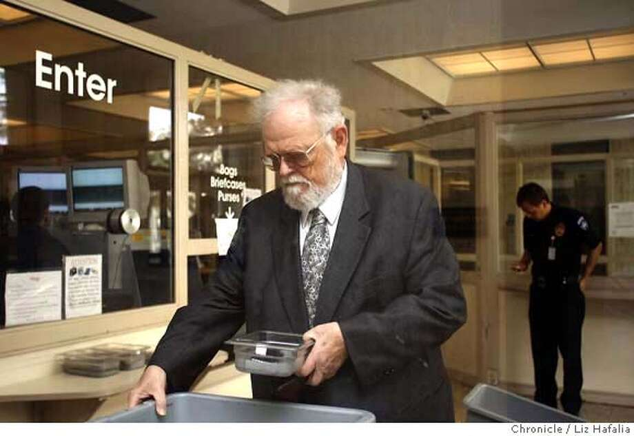 AYRES_006_LH_.JPG Dr. William Ayres, the psychiatrist from San Mateo County, goes through security while entering the Redwood City courthouse. Liz Hafalia/The Chronicle/REDWOOD CITY/4/12/07  ** William Ayres cq �2007, San Francisco Chronicle/ Liz Hafalia  MANDATORY CREDIT FOR PHOTOG AND SAN FRANCISCO CHRONICLE. NO SALES- MAGS OUT. Photo: Liz Hafalia