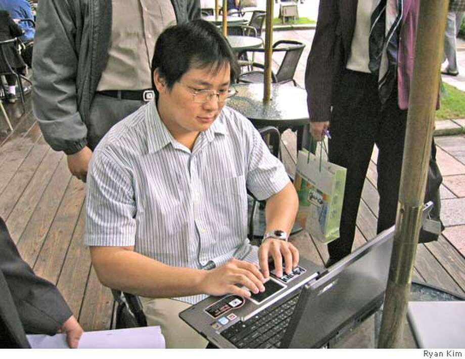 Jack Hsiung, a system engineer at Q-ware, demonstrates Taipei's city-wide Wi-Fi system at a Starbucks near City Hall. Credit: Ryan Kim Photo: Ryan Kim