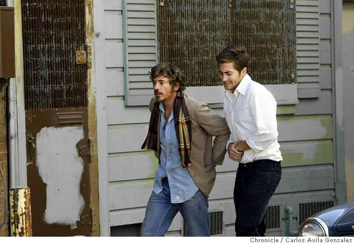 ZODIAC05_025_CG.JPG Actors Robert Downey, Jr., left, and Jake Gyllenhaal, right, on the set of