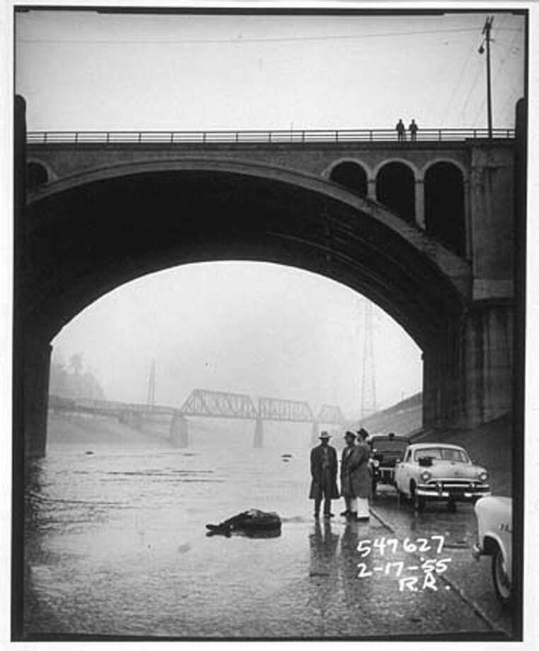 crime13 (bridge)_071303_B/W_sun datebook_Pink_9_36.92 by 9.3i_walt 7938 Photo: R. Rittenhouse