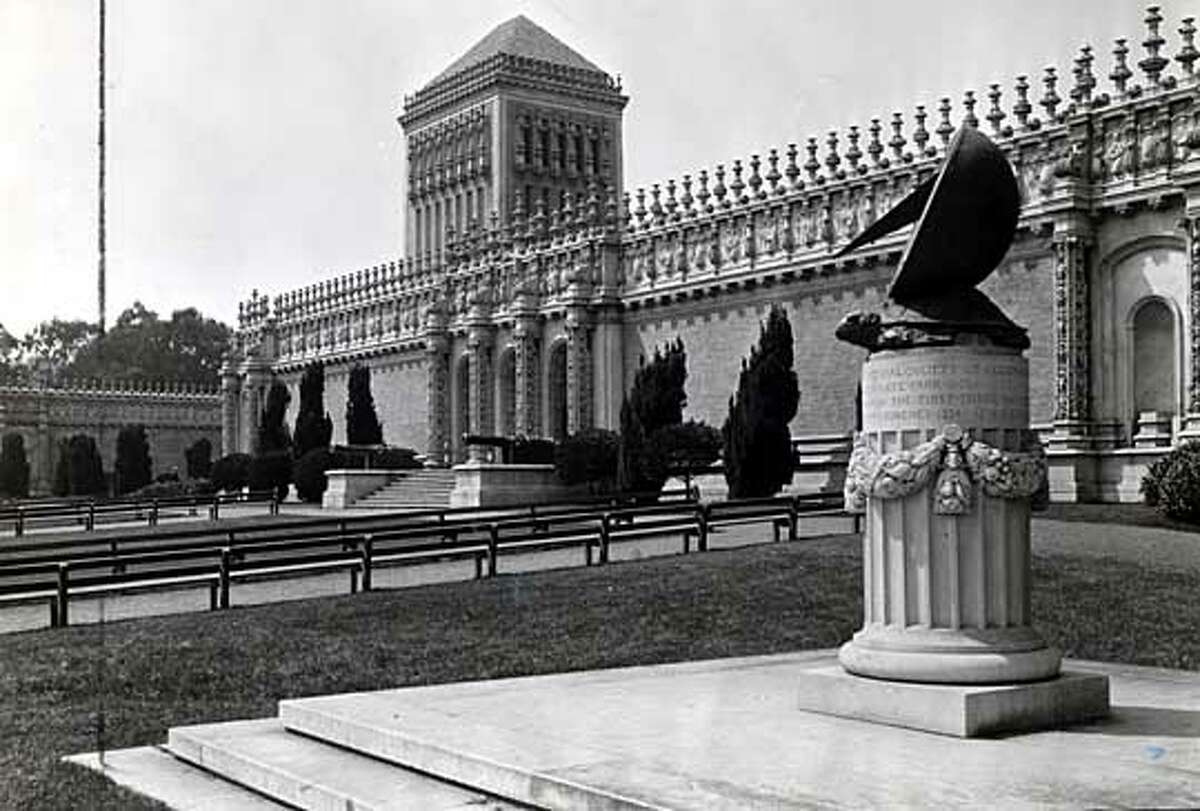 M.H. de Young Museum before renovation in 1941.